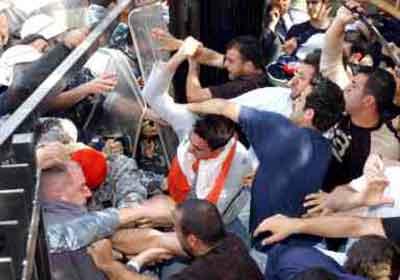 usj protest 2004