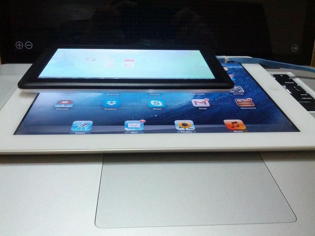 ICOO D70 Pro II vs iPad 2